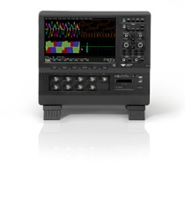 HD4096 high definition technology consists of 12-bit ADCs with (2.5 GS/s) sample rates, high signal-to-noise (55dB) input amplifiers and a low-noise system architecture. This technology enables high definition oscilloscopes to capture and display signals of up to 1 GHz with 16 times more resolution than conventional 8-bit oscilloscopes.