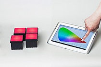 RGBW spotlight demonstrator – MAZeT wirelessly controls various light atmospheres and colors over a long period of time and using a wide spectrum of LEDs with a proprietary mobile app (Copyright: MAZeT)